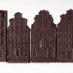 Wrocław – tenement house. Dessert chocolate 55%, size ca. 100x50x6 mm, weight ca. 25 g.